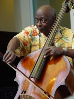 Double bassist Art Davis dies at 73